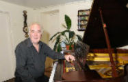 Martin Emslie at the piano